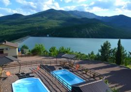 Изобильное отдых у озера