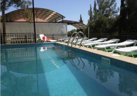 Семейный 11км - бассейн гостевого дома Семидворье