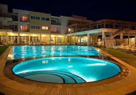 Отдых в Песчаном  Гостиничный комплекс с бассейном  - Крым Песчаное гостевой дом с бассейном