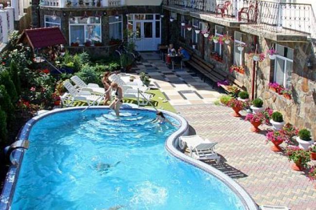 Крым Угловое отдых пансионат с бассейном у озера