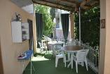 Алушта  частный сектор   место для отдыха и кухня на первый блок 2х комнатный номер